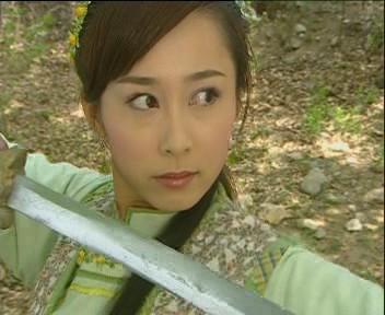 古装美女帅哥持剑图